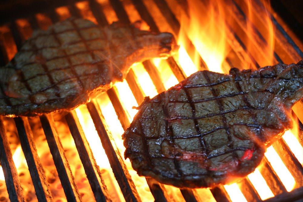 [Image: grilling-steak-knuckle-dragger-magazine.jpg]